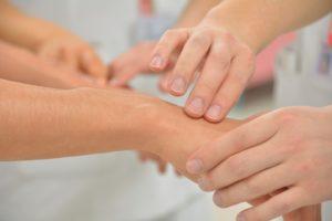 Σωματική επαφή και άγγιγμα,Μη λεκτικά μηνύματα.Άρθρο του καρδιολόγου Νικόλαου Παναγιωτόπουλου
